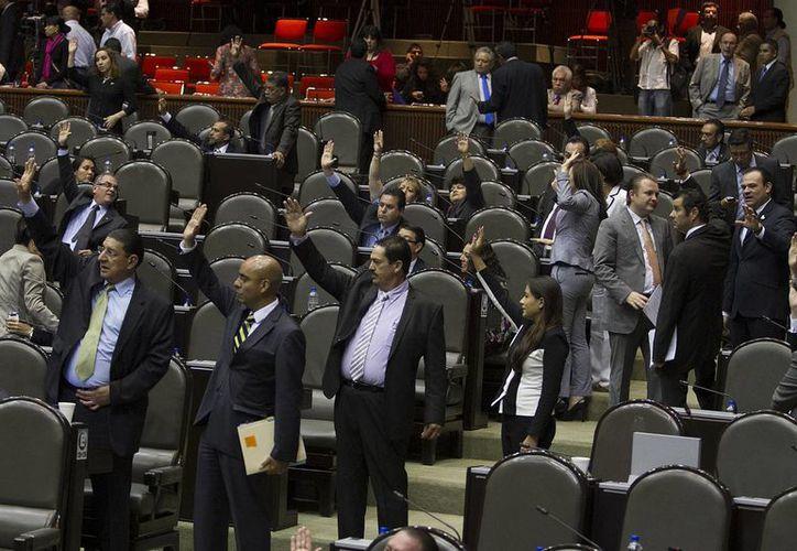 Tanto la Ley Aduanera como el Código Fiscal aprobados este martes por la Cámara de Diputados forman parte de las propuestas hechas por Peña Nieto desde el 8 de septiembre. (Notimex)