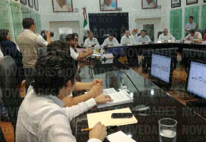 El funcionario municipal expuso datos sobre las patrullas ante legisladores locales. (Benjamín Pat/SIPSE)