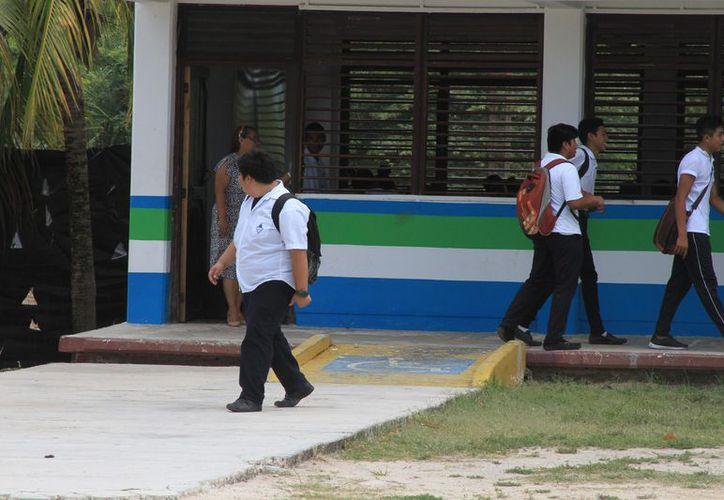 De los 60 mil 542 alumno matriculados en el ciclo escolar que concluyó, sólo 41 mil 713 lograron graduarse. (Joel Zamora/SIPSE)