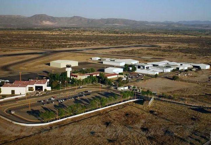 La aeronave se desplomó en las inmediaciones del Aeropuerto Internacional Ponciano Arriaga, en la imagen. (obrasweb.mx)