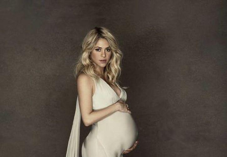 La cantante colombiana Shakira posa embarazada de Milan en una fotografía sin fecha proporcionada por la Unicef. (Agencias)