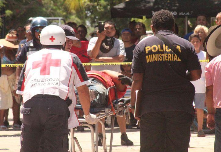 Los paramédicos trasladaron al lesionado al Hospital General. (Redacción)