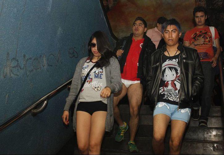 Se estima que unas 12 mil personas participen en el Paseo sin pantalones en el Metro de la Ciudad de México. (Archivo/Notimex)