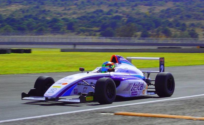 Auto guiado por José Sierra, uno de los competidores de la carrera de Fórmula 4 en Yucatán. (Fotos: SIPSE)