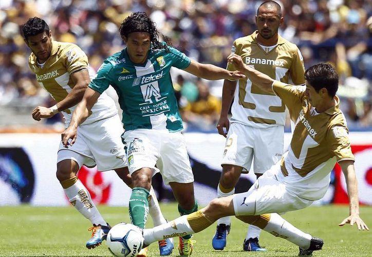 León logró el empate 1-1 gracias al autogol que metrió en su propia portería el defensa de la UNAM, Marco Antonio Palacios, al minuto 28. (Notimex)