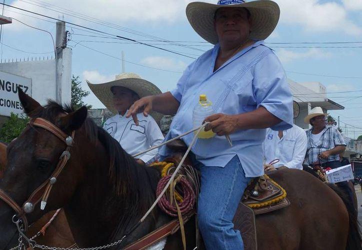 En la imagen, el candidato panista Carlos Triana, que pidió seguridad para su familia. (Milenio)