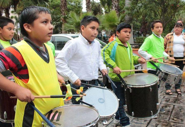 Una batucada formó parte de los festejos del XXII aniversario de fundación del Cecuny. (SIPSE)