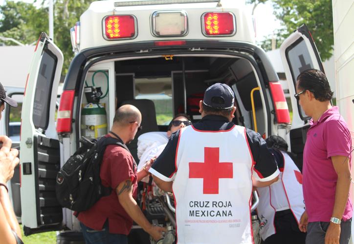 Roberto González llegó hasta las instalaciones citadas en una camilla. (Octavio Martínez/SIPSE)