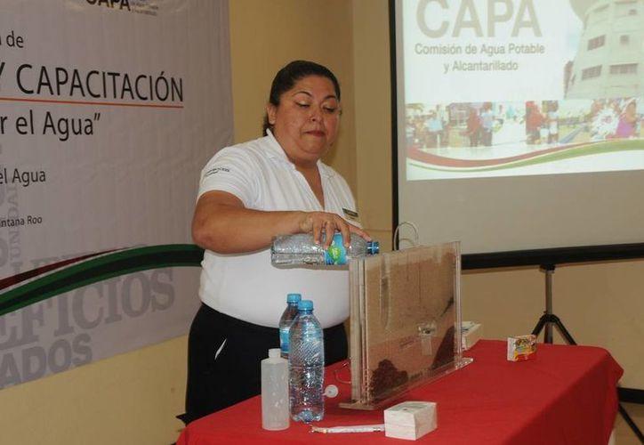 Durante la capacitación los asistentes reforzaron sus conocimientos para continuar con su labor en los diferentes sectores de la sociedad. (Redacción/SIPSE)