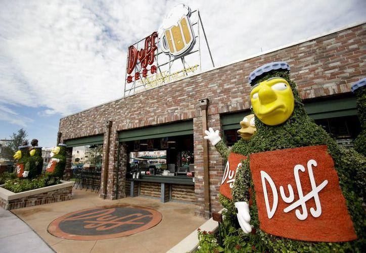 La cerveza Duff, oficial y aprobada por Fox y Matt Groening, se vende en el parque Universal de Orlando, Florida. (Agencias)