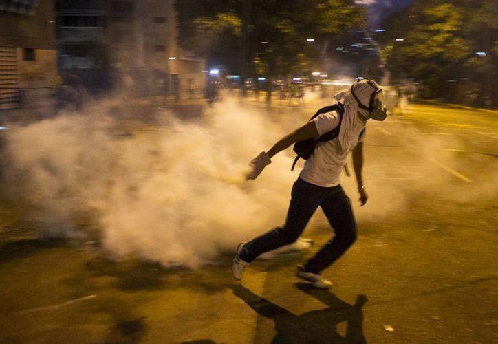 Protestante durante una de las movilizaciones en Caracas, Venezuela, contra el gobierno de Maduro. (EFE/Archivo)