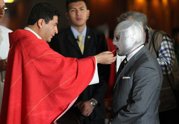 La misa en honor a <i>El Santo</i>, Rodolfo Guzmán Huerta, fue organizada por <i>El Hijo del Santo</i>. (Notimex)