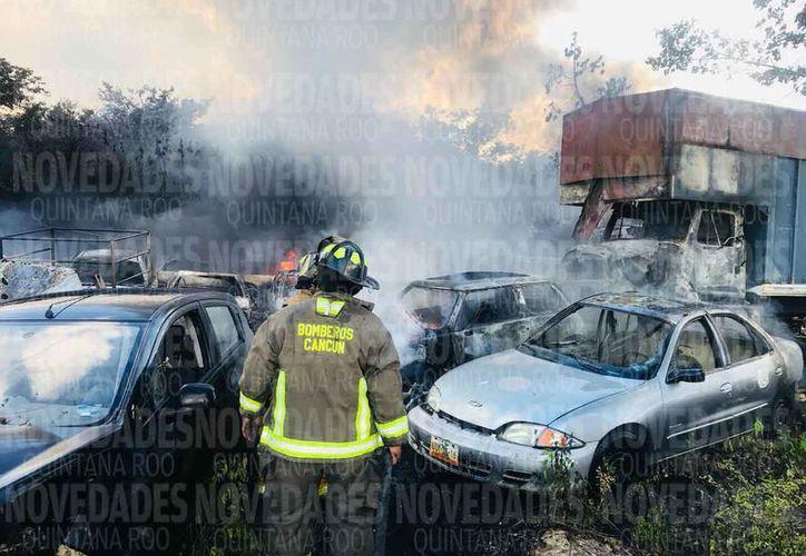 El incendio fue controlado por el cuerpo de Bomberos en una hora aproximadamente. (Verónica Fajardo/SIPSE)