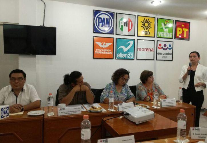 Funcionarios del Instituto Nacional Electoral presentaron la plataforma, que es una iniciativa de la UNAM. (Joel Zamora/SIPSE)