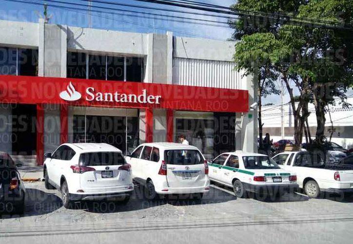 Elementos policíacos realizarán recorridos frecuentes por la zona de bancos para evitar los asaltos a cuentahabientes. (Eric Galindo/SIPSE)