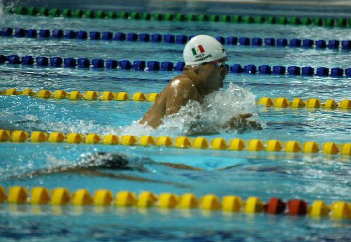 Ricardo Vargas hizo tiempo récord centroamericano al completar la prueba de 400 metros combinado en  4:19.98, en los Juegos Centroamericanos y del Caribe. (Milenio.com)