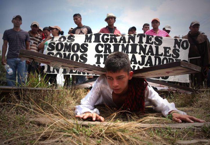 Miles de centroamericanos cruzan México intentando llegar a EU. (EFE)