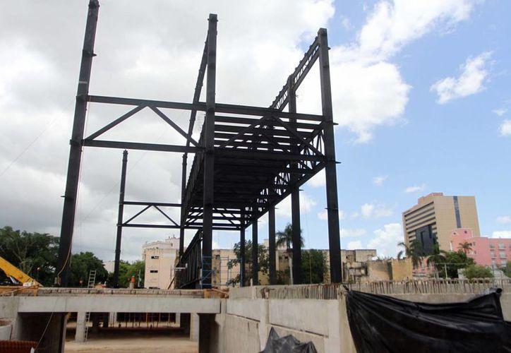 La construcción del centro de congresos se extenderá hasta el próximo año, teniendo como margen la primera semana de septiembre. (Milenio Novedades)
