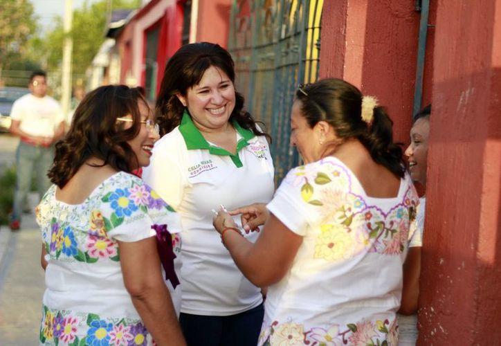 Ardua jornada proselitista realizó este domingo Celia Rivas Rodríguez. (Milenio Novedades)