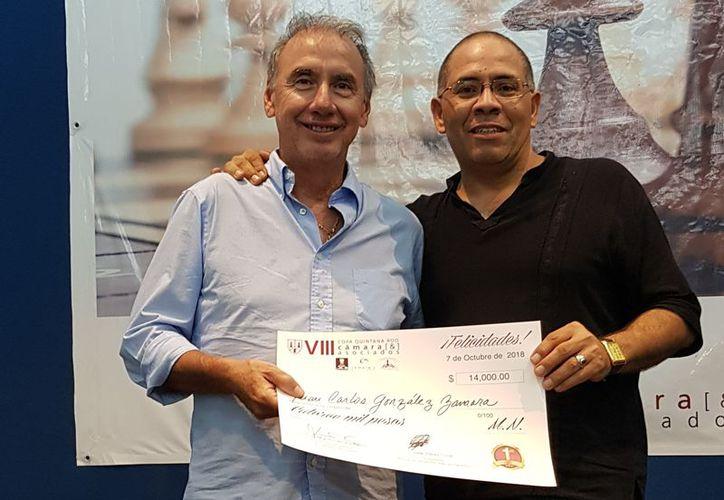 Luis Cámara Patrón, dirigió la clausura y fue quien entregó el cetro al ganador. (Redacción/SIPSE)