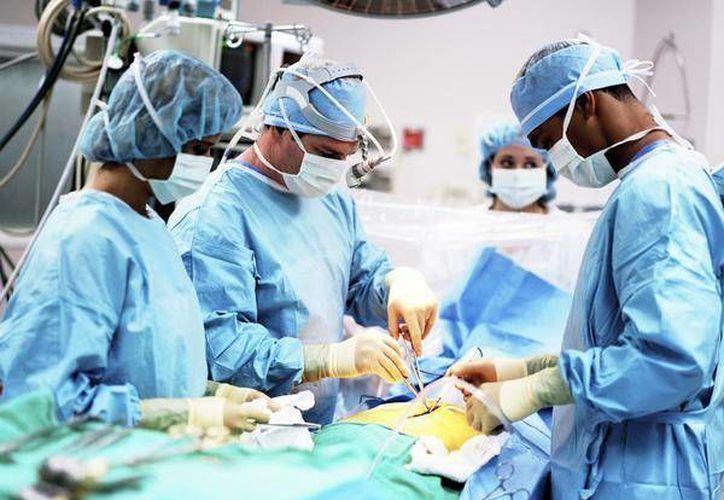 Se cree que en algunos hospitales, las autoridades están coludidas con los traficantes de órganos. (globalpost.com)