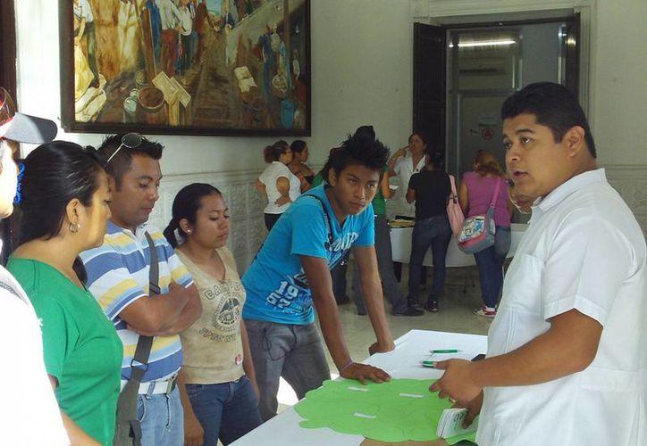 Psicólogos del DIF participan en mesas de trabajo en el Ayuntamiento progreseño. (Manuel Pool/SIPSE)