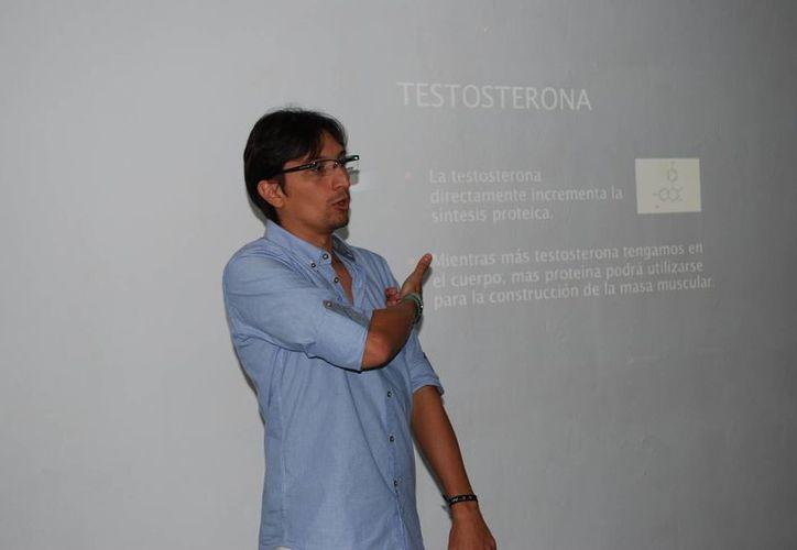 Marco Villegas Sierra, especialista, fue el encargado de impartir el seminario. (Tomás Álvarez/SIPSE)