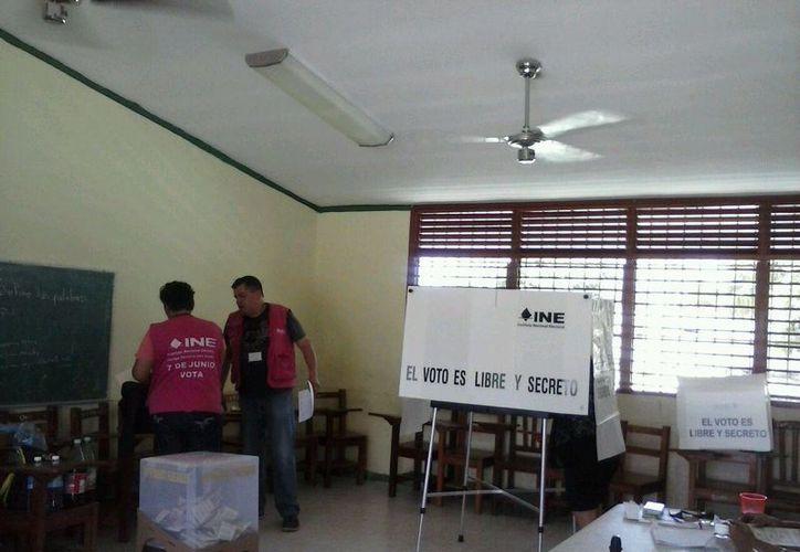 Los ciudadanos no acudieron a ejercer su derecho electoral. (Itzel Chan/SIPSE)