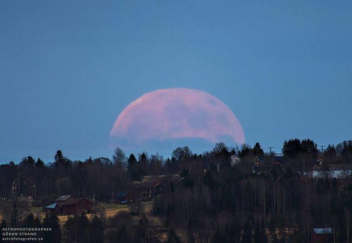 El cielo tendrá una Luna llena tonos rojos y ámbar (Foto: Göran Strand/Vía NASA.org)