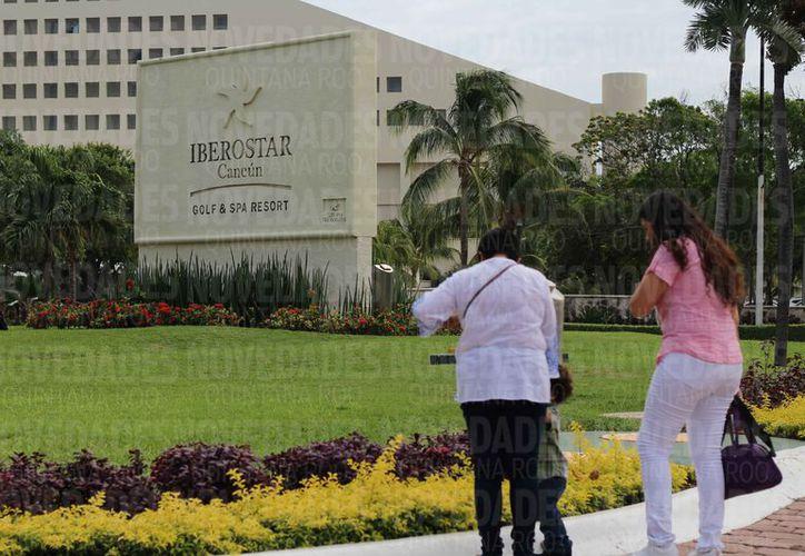 El hotel se construirá detrás del campo de golf del hotel Iberostar. (Harold Alcocer/SIPSE)
