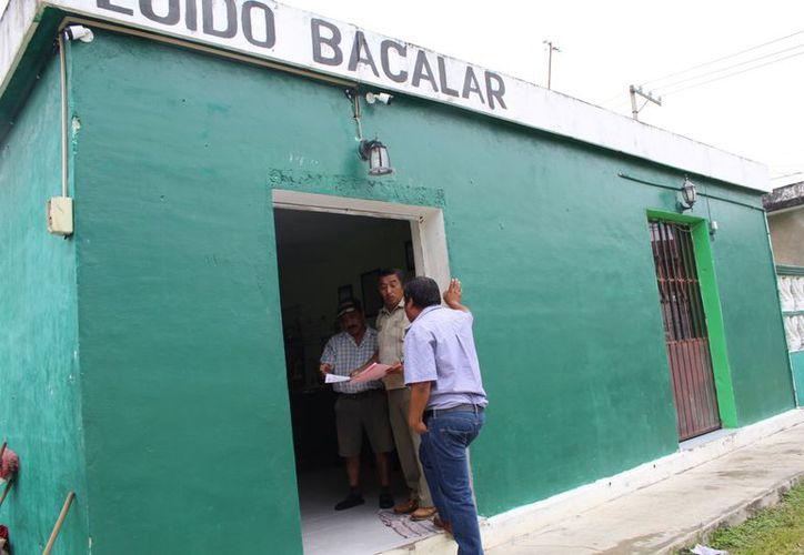 Luis Chim Balam, presidente del comisariado ejidal, informó que está en la mejor disposición para apoyar el proyecto ferroviario. (Foto: Javier Ortiz)