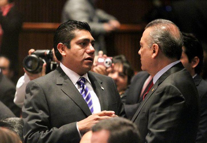 José Luis Preciado (izq) indicó que ya se han formado los grupos con legisladores del PRI, PAN y PRD para sacar adelante la agenda legislativa. (Notimex)