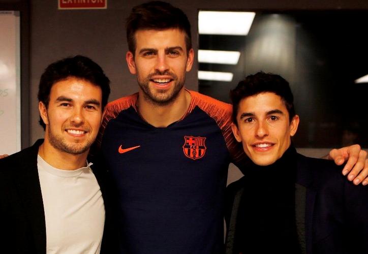 Sergio Pérez se dio tiempo para acudir al compromiso entre los catalanes y el Atlético de Madrid. (Twitter)