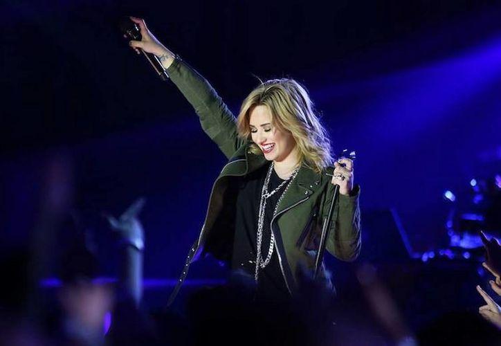 """Demi Lovato, quien es jurado en """"The X Factor"""", hasta el momento no ha emitido comentarios sobre la pérdida de su padre. (Facebook oficial)"""