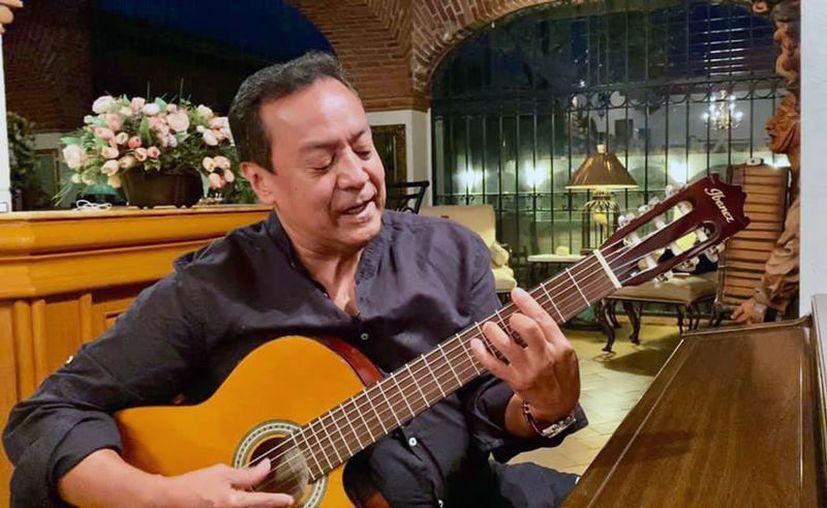 Carlos Cuevas manifestó que es un honor  que lo hayan invitado a cantar en estos primeros 50 años de Dunosusa. (facebook.com/soycarloscuevas)