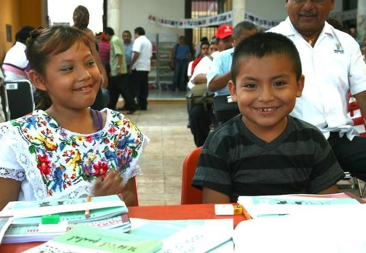 Al evento asistieron estudiantes indígenas de comunidades de Xkalakdzonot, Chankom y Hunukú, en el municipio de Temozón. (educacion.yucatan.gob.mx)