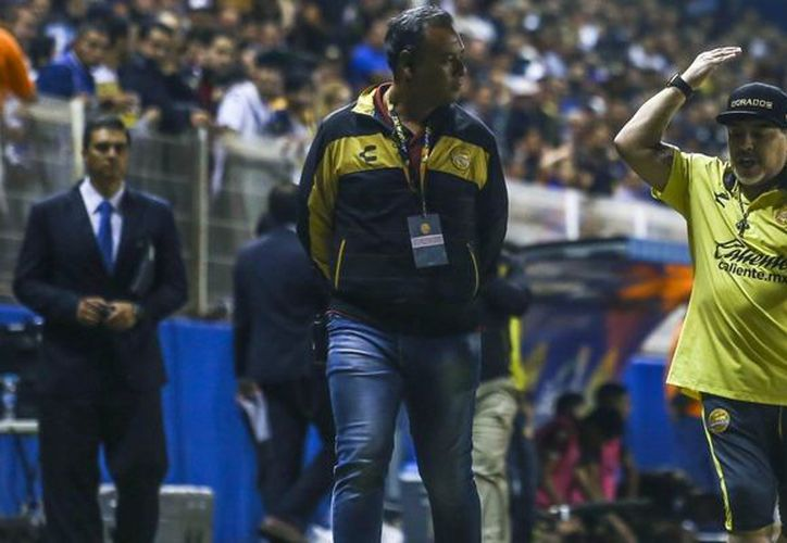 La mala noticia para el Gran Pez es que su técnico no va a estar para la vuelta, Diego Armando salió expulsado. (Foto: Mexsport)