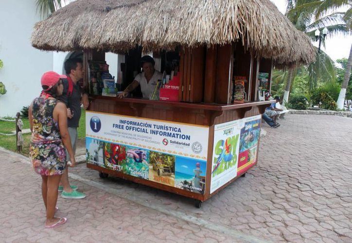 Hay cuatro casetas de apoyo a turistas en Playa del Carmen. (Igor Cabrera/SIPSE)