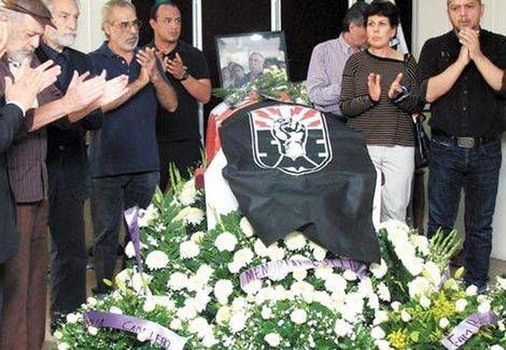 Al funeral del activista acudieron personalidades como el rector de la UNAM y algunos políticos. (Milenio)