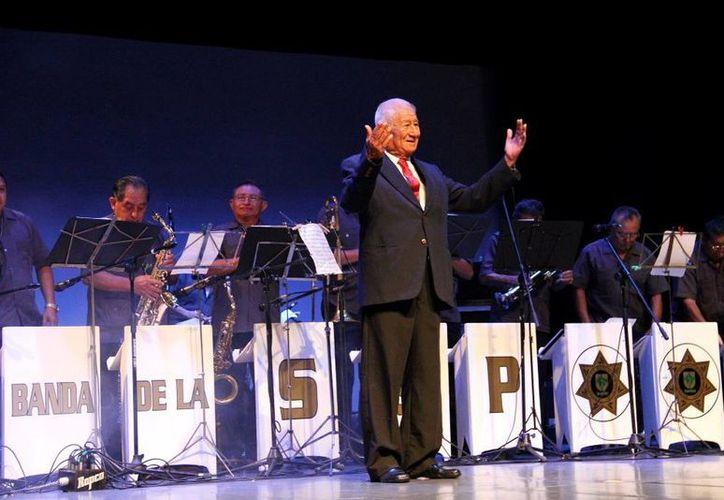 El director musical cumplió 70 años en los escenarios. Estuvo al frente de la agrupación de la SSP de 1988 a 2013. (Milenio Novedades)