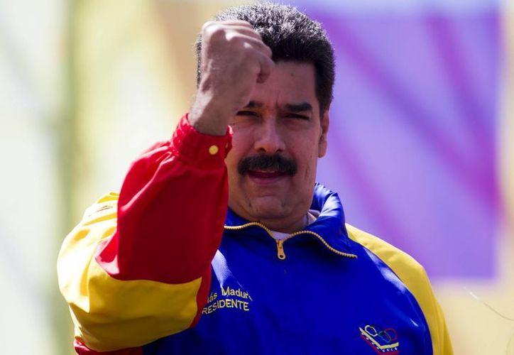 El presidente venezolano, Nicolás Maduro, pariticipa en una manifestación por la paz en la Avenida Bolívar de Caracas Venezuela. (EFE)
