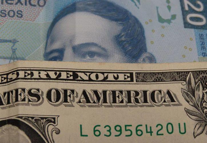 El dólar amaneció hoy miércoles a 18.90 pesos pesos en bancos del país. La imagen es únicamente ilustrativa. (SIPSE)