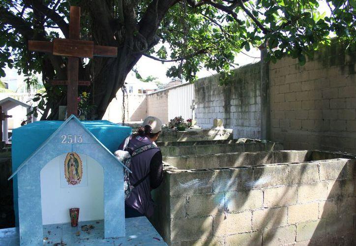 Se calcula que en el panteón municipal de Playa del Carmen se encuentran alrededor de 800 tumbas en condición de abandono. (Daniel Pacheco/SIPSE).