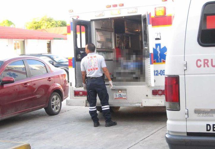 Los paramédicos informaron que a la mujer se le había bajado la presión. (Redacción/SIPSE)