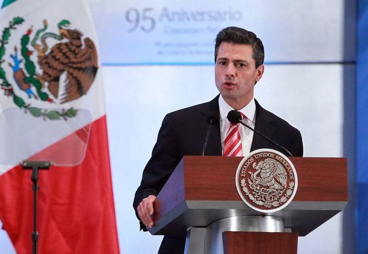"""Al encabezar el 95 aniversario de la Concanaco-Servytur, Peña Nieto dijo que """"impulsaremos encadenamientos productivos y comerciales de alto valor agregado"""". (Notimex)"""