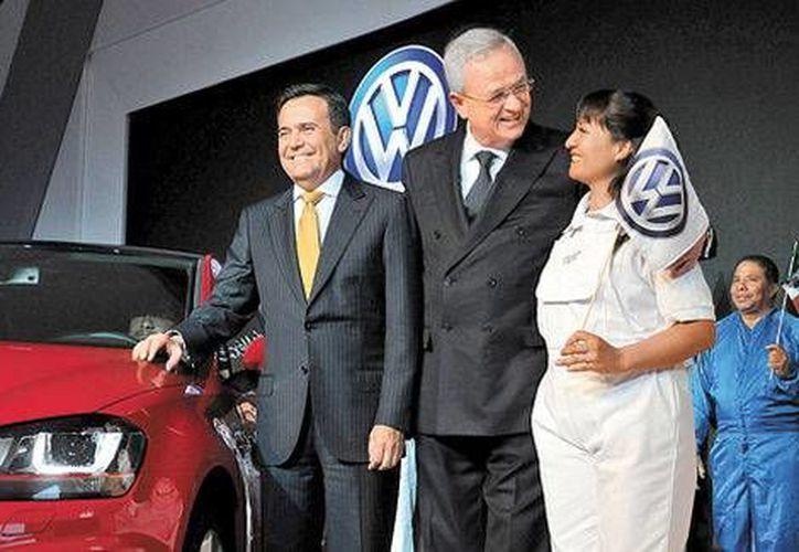 Celebración de la empresa Volkswagen por los 50 años de la armadora alemana en México. (Milenio)