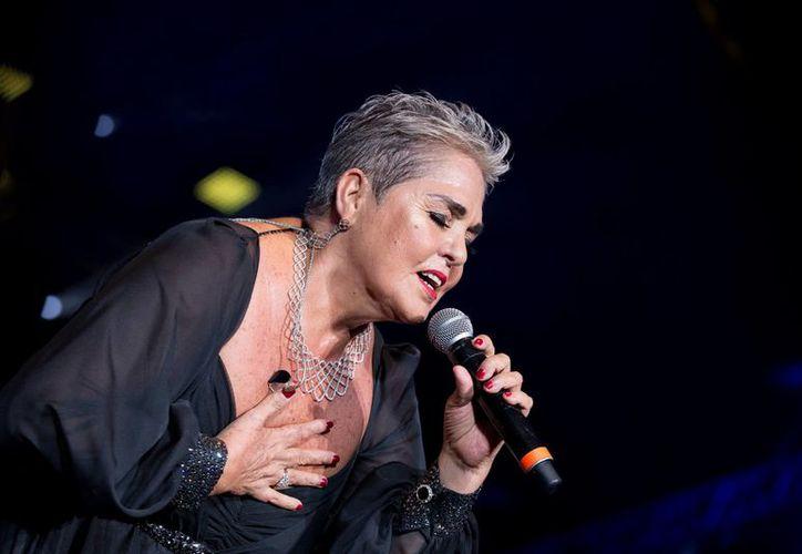 La cantante  prometió traer un show renovado a los cancunenses. (Redacción)