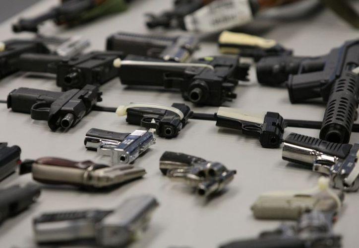 Las armas son fácilmente accesibles tanto administrativamente como por su precio en EU. (Archivo/AP)