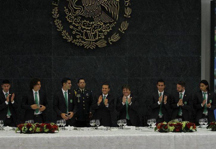 El presidente recibió al conjunto tricolor en Los Pinos. (Notimex)