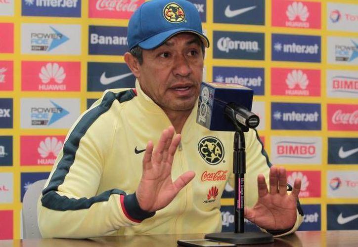 Ambriz ha sido criticado fuertemente por la afición del América, luego de la derrota ante Chivas, en el Clásico Nacional.(Notimex)